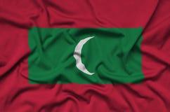 Η σημαία των Μαλδίβες απεικονίζεται σε ένα ύφασμα αθλητικών υφασμάτων με πολλές πτυχές Έμβλημα αθλητικών ομάδων στοκ φωτογραφίες με δικαίωμα ελεύθερης χρήσης
