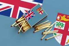 Η σημαία των Φίτζι παρουσιάζεται σε ένα ανοικτό σπιρτόκουτο, από το οποίο διάφορες αντιστοιχίες αφορούν και βρίσκονται μια μεγάλη στοκ εικόνες