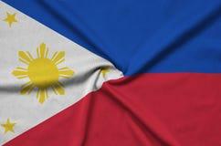 Η σημαία των Φιλιππινών απεικονίζεται σε ένα ύφασμα αθλητικών υφασμάτων με πολλές πτυχές Έμβλημα αθλητικών ομάδων στοκ φωτογραφία