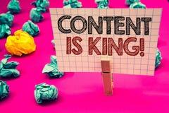 Η σημείωση γραψίματος που παρουσιάζει περιεχόμενο είναι βασιλιάς κινητήρια κλήση Θρόμβος στρατηγικής διαφήμισης πληροφοριών μάρκε στοκ εικόνες