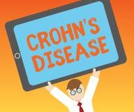 Η σημείωση γραψίματος που παρουσιάζει Crohn s είναι ασθένεια Επιχειρησιακή φωτογραφία που επιδεικνύει την εμπρηστική ασθένεια του ελεύθερη απεικόνιση δικαιώματος