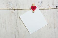 Η σημείωση σύνδεσε την κόκκινη καρδιά Στοκ εικόνα με δικαίωμα ελεύθερης χρήσης