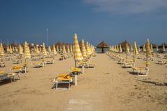Η σιωπηλή παραλία στην ακτή της αδριατικής θάλασσας της Ιταλίας Στοκ εικόνα με δικαίωμα ελεύθερης χρήσης
