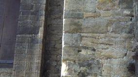 Η σκάλα ενός αρχαίου κτηρίου με την τοιχοποιία φιλμ μικρού μήκους