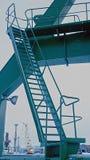 Η σκάλα για την ανύψωση του γερανού ατσάλινων σκελετών Στοκ φωτογραφίες με δικαίωμα ελεύθερης χρήσης