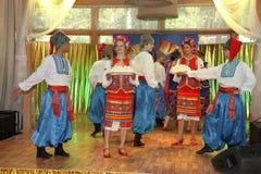 Η σκηνή Ð ¾ ν είναι χορευτές και τραγουδιστές, δράστες, μέλη χορωδιών, χορευτές corps de ballet, soloists του ουκρανικού συνόλου  Στοκ Εικόνα