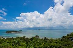 Η σκηνή θάλασσας από την κορυφή λόφων στοκ φωτογραφία με δικαίωμα ελεύθερης χρήσης