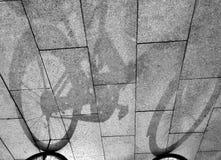 Η σκιά του ποδηλάτου Στοκ φωτογραφίες με δικαίωμα ελεύθερης χρήσης