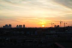 Η σκιαγραφία του γερανού στη Μπανγκόκ, Ταϊλάνδη στοκ εικόνα με δικαίωμα ελεύθερης χρήσης