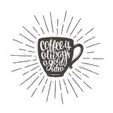 Η σκιαγραφία φλυτζανιών καφέ με την εγγραφή του καφέ είναι πάντα μια καλή ιδέα και εκλεκτής ποιότητας ακτίνες ήλιων Στοκ εικόνα με δικαίωμα ελεύθερης χρήσης