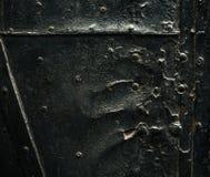 Η σκοτεινή αρχαία σύσταση πορτών με τα καρφιά μετάλλων, κλείνει επάνω Στοκ φωτογραφία με δικαίωμα ελεύθερης χρήσης