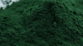 Η σκόνη αλγών Spirulina, κλείνει επάνω Μακροεντολή απόθεμα βίντεο