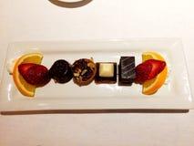 Η σοκολάτα μεταχειρίζεται, όλες σε μια σειρά Στοκ εικόνα με δικαίωμα ελεύθερης χρήσης