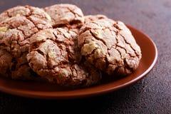 Η σοκολάτα τσαλακώνει τα μπισκότα στο πιάτο Στοκ Φωτογραφία