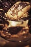 η σοκολάτα ECLAIR ανασκόπησης απομόνωσε το λευκό Στοκ Εικόνα