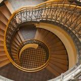Η σπειροειδής σκάλα στο παλαιό σπίτι στη Βαρσοβία Στοκ φωτογραφίες με δικαίωμα ελεύθερης χρήσης