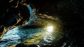 Η σπηλιά στην οποία η θάλασσα ρέει Στοκ Εικόνα