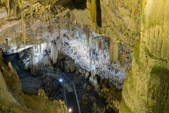 Η σπηλιά του συνόλου Antiparos των σταλακτιτών και των σταλαγμιτών Στοκ φωτογραφία με δικαίωμα ελεύθερης χρήσης