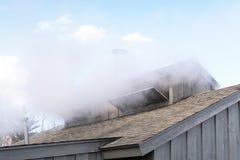 Η στέγη και οι καπνοδόχοι καλυβών ζάχαρης Στοκ Εικόνες