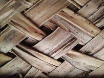 Η στέγη παλαιού το σπίτι στεγών με το φύλλο φύλλων καρύδων Στοκ φωτογραφία με δικαίωμα ελεύθερης χρήσης