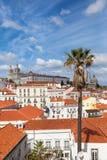 Η στέγη της Λισσαβώνας από Portas κάνει την άποψη κολλοειδούς διαλύματος - Miradouro σε Portu Στοκ Εικόνες