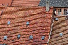 Η στέγη φιαγμένη από κόκκινα κεραμίδια Στοκ Εικόνες