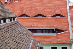 Η στέγη φιαγμένη από κόκκινα κεραμίδια Στοκ Φωτογραφίες