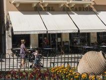 Η στενή οδός της παλαιάς πόλης στην πόλη της Κέρκυρας στο ελληνικό νησί της Κέρκυρας Στοκ φωτογραφία με δικαίωμα ελεύθερης χρήσης