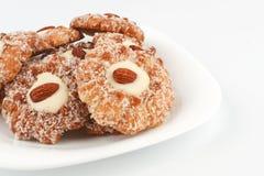 Η στοίβα των μπισκότων με τα αμύγδαλα Στοκ εικόνα με δικαίωμα ελεύθερης χρήσης