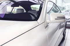 η συγκομιδή αυτοκινήτων ανασκόπησης περιέλαβε εύκολα έξω το μονοπάτι στο διανυσματικό λευκό Στοκ εικόνα με δικαίωμα ελεύθερης χρήσης