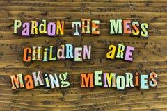 Η συγχώρηση βρωμίζει τις μνήμες παιδιών στοκ εικόνα