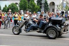 Η συνάντηση ποδηλατών και παρουσιάζει την ημέρα πόλεων του Κίεβου Στοκ φωτογραφία με δικαίωμα ελεύθερης χρήσης
