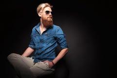Η συνεδρίαση ατόμων μόδας με δικούς του παραδίδει την τσέπη, ανατρέχοντας Στοκ Εικόνα