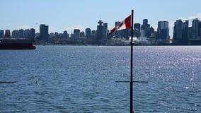 Η συνηθισμένη στο κέντρο της πόλης άποψη του Βανκούβερ από το βόρειο Βανκούβερ αποβαθρών Lonsdale φιλμ μικρού μήκους