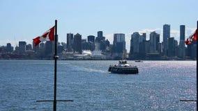 Η συνηθισμένη στο κέντρο της πόλης άποψη του Βανκούβερ από το βόρειο Βανκούβερ αποβαθρών Lonsdale ver 1 απόθεμα βίντεο