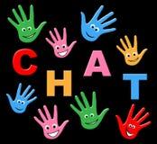 Η συνομιλία παιδιών αντιπροσωπεύει το τηλέφωνο και τους νεαρούς δακτυλογράφησης Στοκ Εικόνα