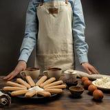 """Η συνταγή για την προετοιμασία tiramisu, μέρος ένα """"ένα σύνολο προϊόντων """" στοκ εικόνα με δικαίωμα ελεύθερης χρήσης"""