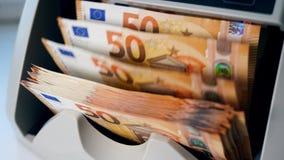 Η συσκευή μετρά τα ευρο- τραπεζογραμμάτια απόθεμα βίντεο