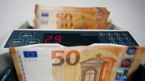 Η συσκευή υπολογίζει έναν σωρό των ευρο- λογαριασμών απόθεμα βίντεο
