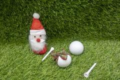 Η σφαίρα γκολφ είναι στις διακοπές Χριστουγέννων Στοκ Φωτογραφία