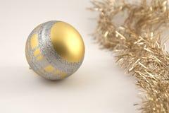 η σφαίρα είναι μπορεί εποχιακός προγραμμάτων διακοπών διακοσμήσεων Χριστουγέννων χρησιμοποιούμενος Στοκ Φωτογραφία