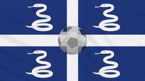 Η σφαίρα κυματισμού και ποδοσφαίρου σημαιών της Μαρτινίκα περιστρέφεται, βρόχος ελεύθερη απεικόνιση δικαιώματος