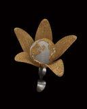 Η σφαίρα σε ένα λουλούδι τρισδιάστατο δίνει Στοκ εικόνες με δικαίωμα ελεύθερης χρήσης