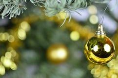 Η σφαίρα Χριστουγέννων χαμόγελου Στοκ εικόνα με δικαίωμα ελεύθερης χρήσης