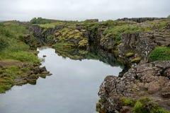 Η σχισμή Silfra, Þingvellir, όπου τα ευρωπαϊκά και αμερικανικά πιάτα συναντιούνται Εθνικό πάρκο Thingvellir κοντά στο Ρέικιαβικ, στοκ εικόνες με δικαίωμα ελεύθερης χρήσης