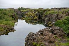 Η σχισμή Silfra, Þingvellir, όπου τα ευρωπαϊκά και αμερικανικά πιάτα συναντιούνται Εθνικό πάρκο Thingvellir κοντά στο Ρέικιαβικ στοκ φωτογραφίες με δικαίωμα ελεύθερης χρήσης