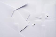 Η σύνθεση του άσπρου φύλλου του εγγράφου για τα ιατρικά θέματα στοκ εικόνα με δικαίωμα ελεύθερης χρήσης