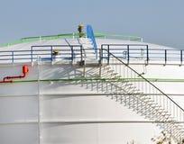 Η σύνθεση των γραμμών και των σκιών και αντικείμενα στο εμπορευματοκιβώτιο για το πετρέλαιο και τη βενζίνη με το σκαλοπάτι Στοκ εικόνα με δικαίωμα ελεύθερης χρήσης