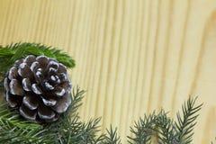 Η σύνθεση Χριστουγέννων, χρυσές διακοσμήσεις Χριστουγέννων, Χριστούγεννα, χειμώνας, επίπεδος βάζει, τοπ άποψη στοκ φωτογραφία με δικαίωμα ελεύθερης χρήσης