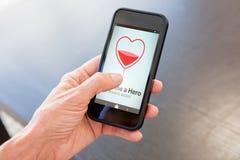 Η σύνθετη εικόνα γίνεται ένα κείμενο ηρώων με τη μορφή καρδιών στην οθόνη Στοκ Εικόνες